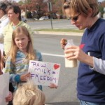 Traditional foodists rally outside FDA, plan conference