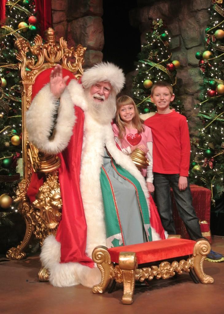 Busch_Gardens_Christmas_Town_Santa2