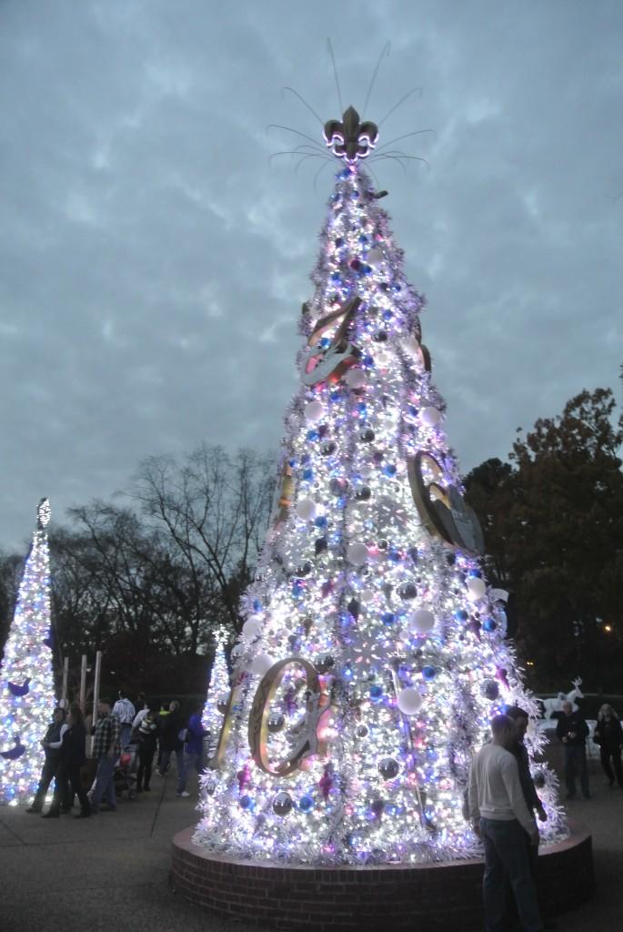 Busch_Gardens_Christmas_Town_tree