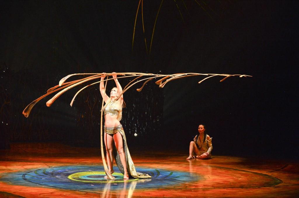 Amaluna performer